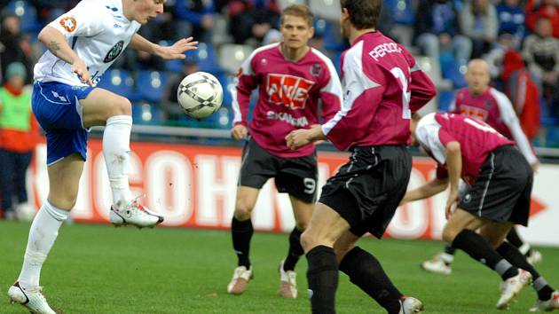 Boleslavští fotbalisté se budou spoléhat na střeleckou mušku Jakuba Řezníčka (vlevo), který dal Budějovicím obě branky.