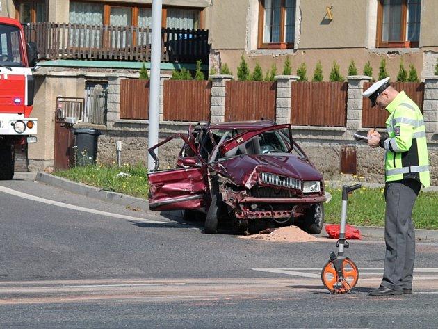Jedna z nehod na křižovatce u Debře.