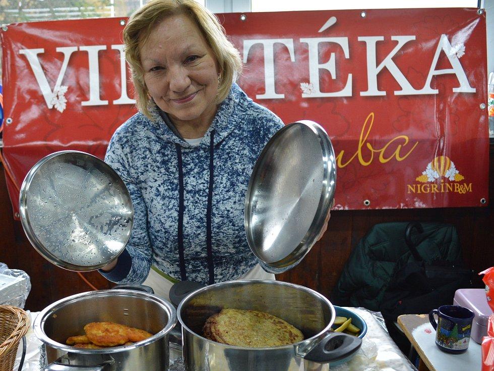 Restaurant Day, tedy gastrofestival, na němž kuchařské umění mohou vedle profesionálů ukázat také amatéři, přilákal v sobotu stovky návštěvníků do Mnichova Hradiště.