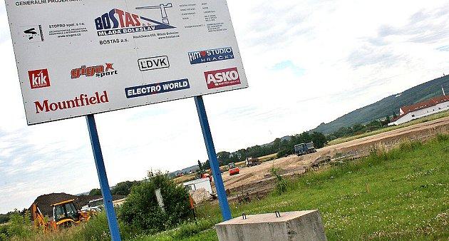 Zde probíhá stavba dalšího obchodního centra v Mladé Boleslavi