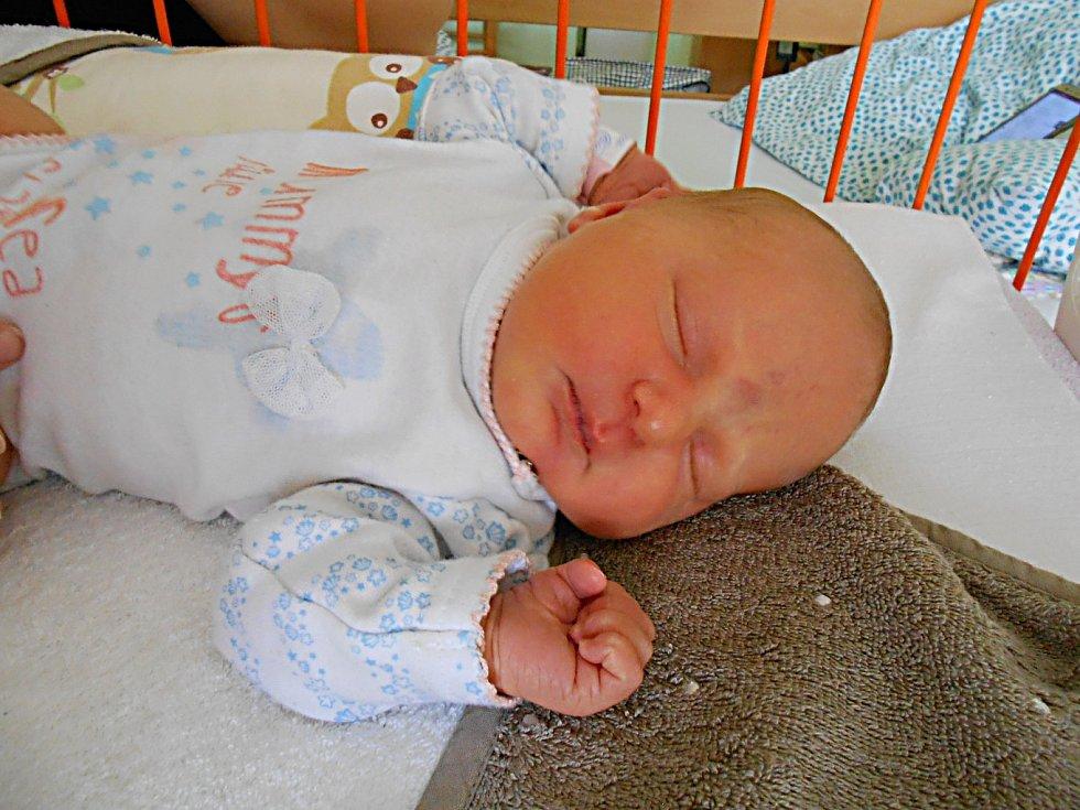 Nikol Karcolová se narodila 22. září, vážila 3,84 kg a měřila 48 cm. S maminkou Markétou a tatínkem Jakubem bude bydlet v Jemníkách.