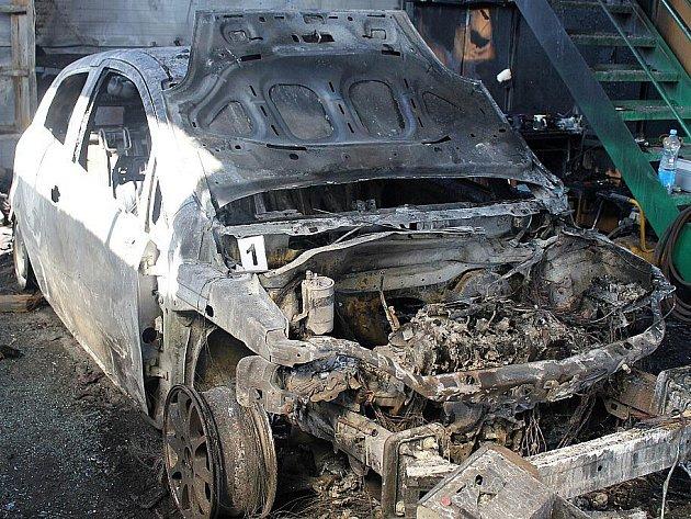 Požár zničil autodílnu v Bradleci u Mladé Boleslavi.