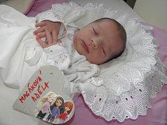 ADÉLKA Macáková se narodila 5. července. Vážila 3,23 kilogramů a měřila 49 centimetrů. S rodiči Ivou a Janem bude bydlet v Bukovně.