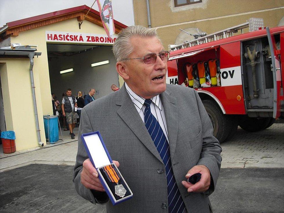 Chotětovští hasiči si ke svému 110. výročí dali novou zbrojnici.