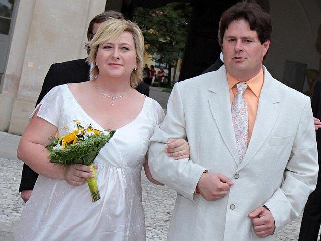 Jana Leipová a Pavel Petr při svatebním obřadu.