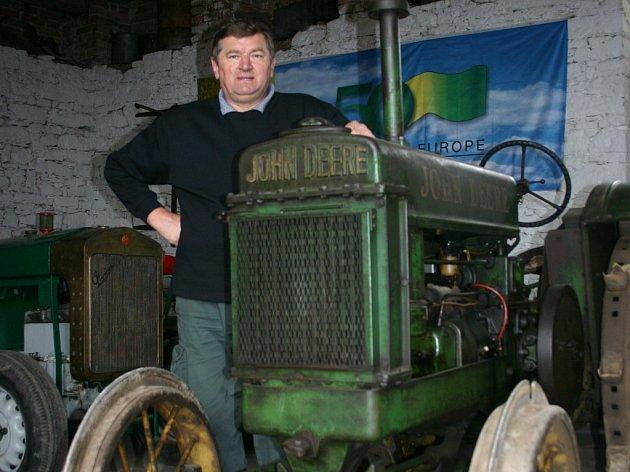 Výstava historických traktorů