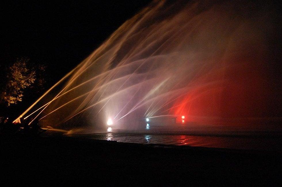 Hasická fontána v Týnci u Dobrovice.