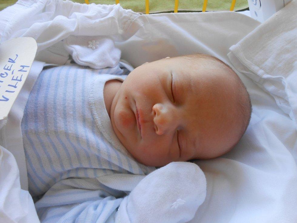 VILÉM Šťovíček se narodil 1. července. Vážil 3,37 kilogramů a měřil 48 centimetrů. S maminkou Pavlou a tatínkem Janem bude bydlet v Mladé Boleslavi.