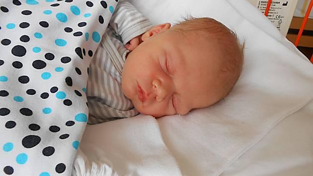 Jakub Šimek se narodil 16. července. Vážil 3,49 kg a měřil 51 cm. S maminkou Markétou a tatínkem Janem bude bydlet v Mladé Boleslavi, kde už se na něho těší bráška Honzík.