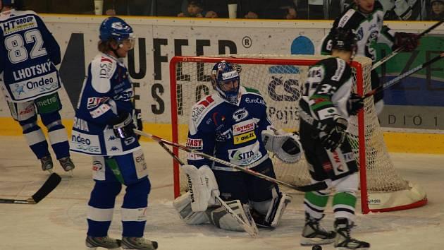 Boleslavští hokejisté se na ledě brněnské Komety v prvním utkání neprosadili.
