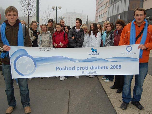 Z náměstí Míru v Mladé Boleslavi vyrazili lidé na pochod na pochod proti diabetu.