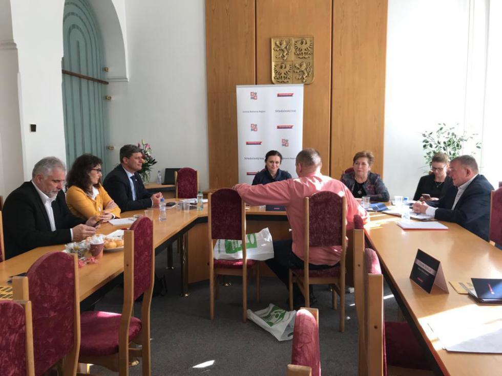 Hejtmanka Jaroslava Pokorná Jermanová otevřela 4. března 2020 mobilní kancelář v Mladé Boleslavi.