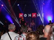 Koncert kapely No Name ve velkém sále Domu kultury v Mladé Boleslavi.