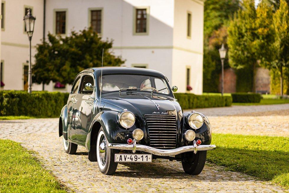 Automobil Škoda Rapid OHV patřící Miroslavu Strouhalovi z Prahy plní roli rodinného auta.