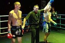 Boleslavský boxer Jan Fara (vlevu) v utkání se Šenkýřem rozhodně nezklamal.