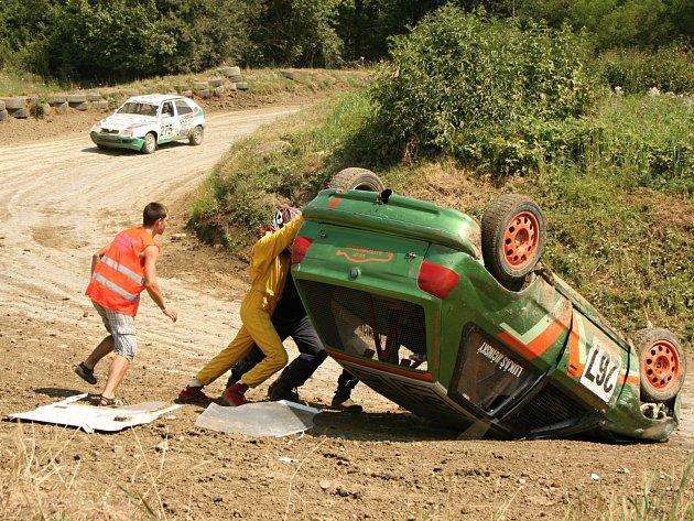 Mezinárodní mistrovství ČR v autocrossu mělo úspěch navzdory vedru.