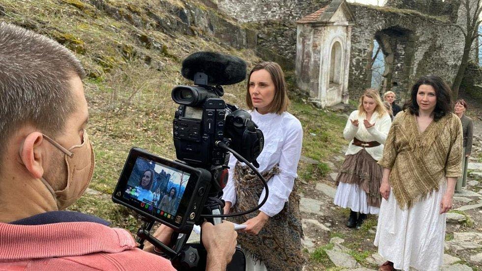 1. natáčecí den soubor navštívil parkán mladoboleslavského hradu