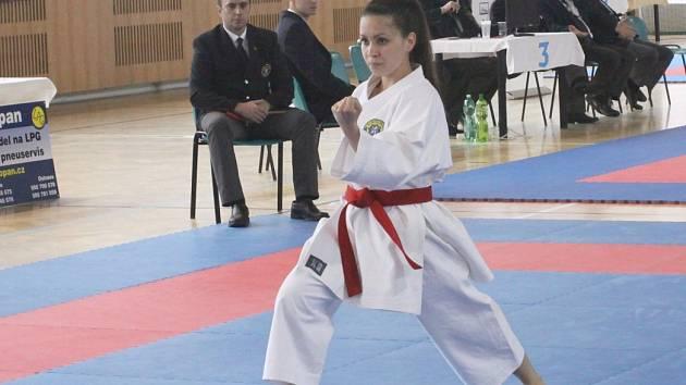 Alžběta Čížková vybojovala na Grand Prix Ostravy stříbro a bronz v kata juniorek a žen do 21 let