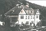 Vila č. p. 31 továrny Cosmanos s hvězdárnou mezi lety 1927, kdy byla postavena, a 1935, kdy byl poslán pohled s touto fotografií.