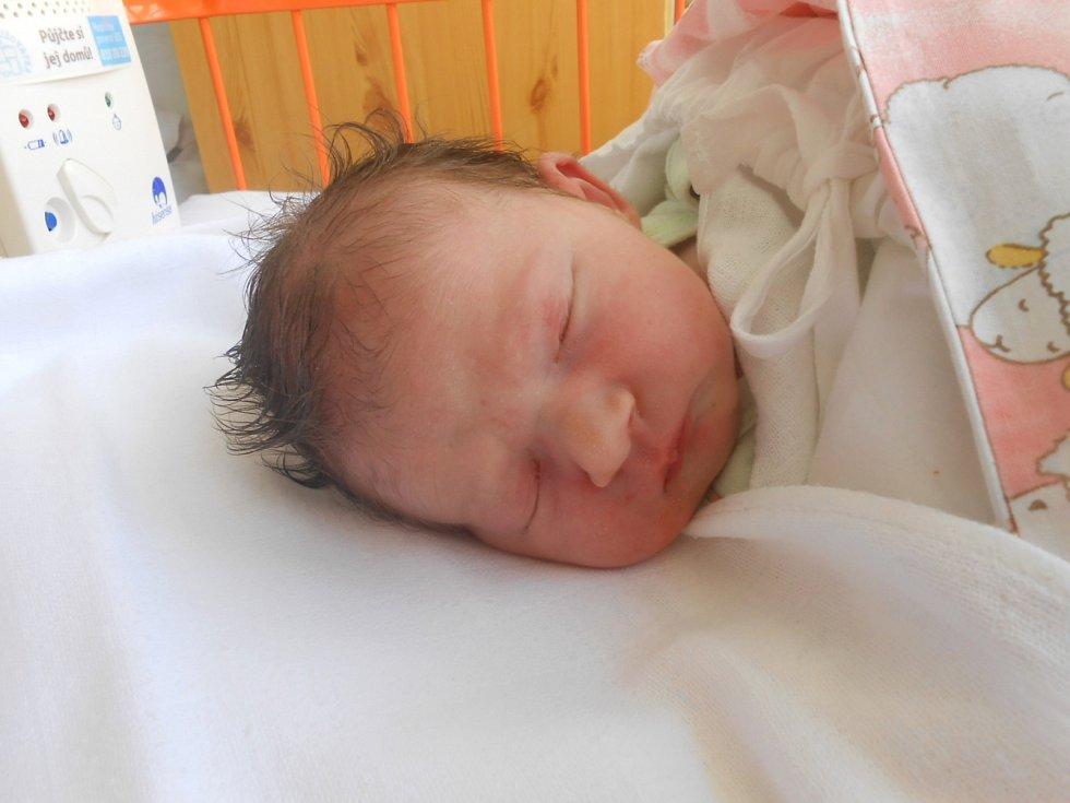KRISTÝNA Nováková se narodila 24. srpna, vážila 3,24 kg a měřila 50 cm. S maminkou Kateřinou a tatínkem Petrem bude bydlet v Přerově nad Labem.