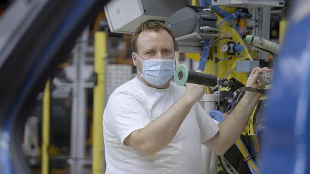 Automobilka Škoda Auto ve videu ukázala, jak nyní vypadá výroba