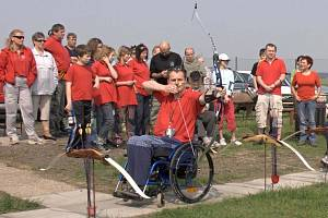 V exhibici vystoupil i vítěz paralympiády v lukostřelbě David Drahonínský.