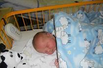 JAKUB  Nevole se narodil 21. prosince s mírami 4,57 kilogramů a 54 centimetrů. S maminkou Danielou a tatínkem Petrem bude bydlet v Mladé Boleslavi, kde už se na něj těší bráška Jiří.