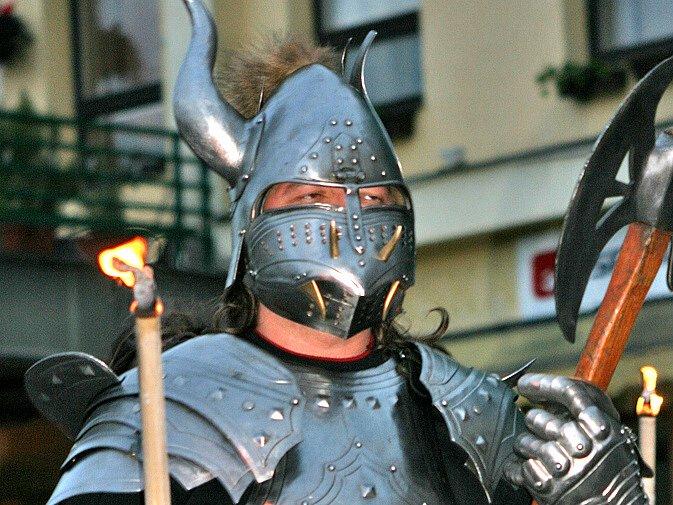 Středověká podívaná málem skončila vypíchnutým okem!