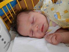 LUCIE Papoušková se narodila 29. července, vážila 3,78 kilogramů a měřila 50 centimetrů. S maminkou Jitkou a tatínkem Miroslavem bude bydlet v Mladé Boleslavi.
