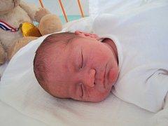 MARTIN Kůtek se narodil 8. března, vážil 3,43 kilogramů a měřil 51 centimetrů. Maminka Hana a tatínek Martin si ho odvezou domů za sestřičkou Terezkou.