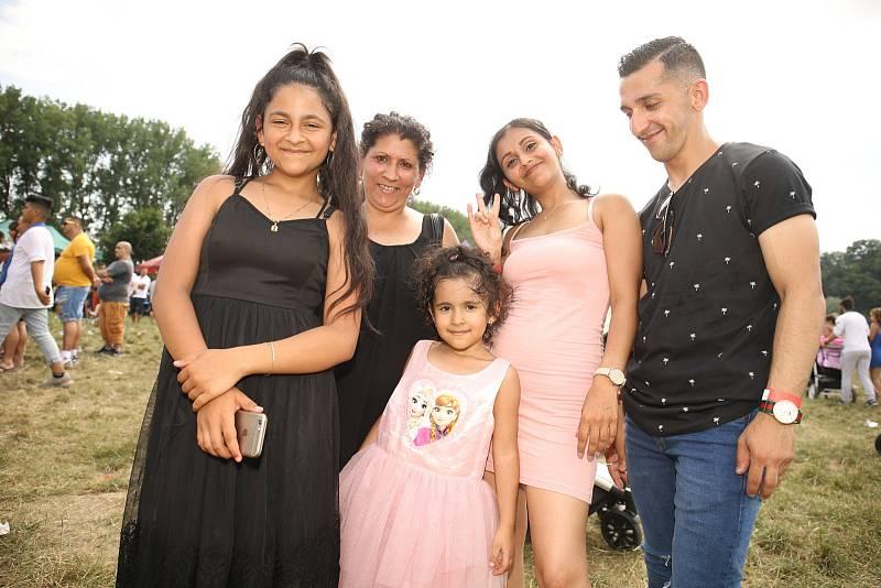 Na Krásné louce se v sobotu uskutečnil 4. Romský festival, který lákal na hudební vystoupení, ale také na několik celebrit.