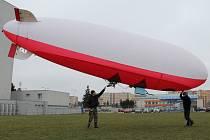 Ve středu měřila množství škodlivin v ovzduší speciální vzducholoď.