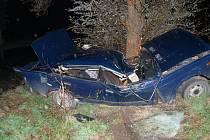 Náraz do stromu u Čachovic řidič nepřežil.