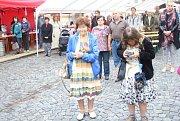 Sobotní stoleté oslavy od vzniku Československé republiky provázelo na mnichovohradišťském Masarykově náměstí deštivé počasí.
