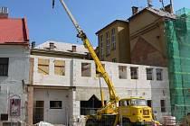 PŘÍSTAVBA základní školy, která trvala rok a dva měsíce. Dnes už mají obě budovy i krásnou fasádu.