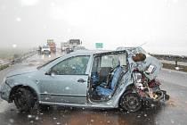 Nehoda na rychlostní komunikaci R10 u Bakova nad Jizerou.