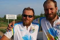 Czech Solar Team, Karel Šebela a Jan Galla, v cíli své cesty vedoucí z Francie do kazašské Astany.