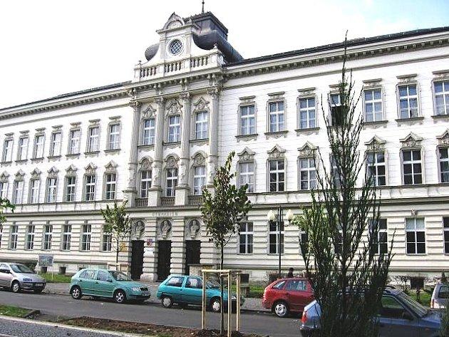 Osmileté gymnázium v Palackého ulici. Ilustrační foto.