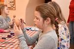 Velikonoční tvoření v bělském infocentru si nenechaly ujít desítky dětí