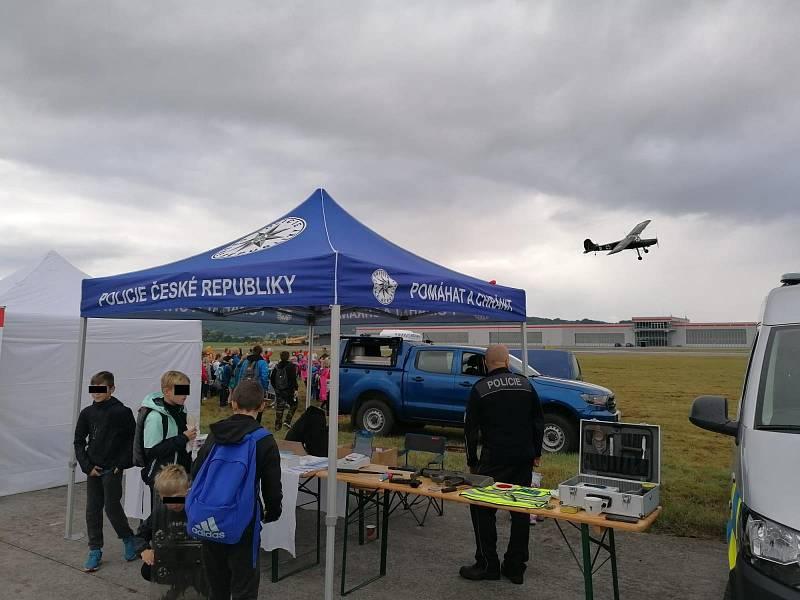 Dětský den NATO na letišti Hoškovice u Mnichova Hradiště.