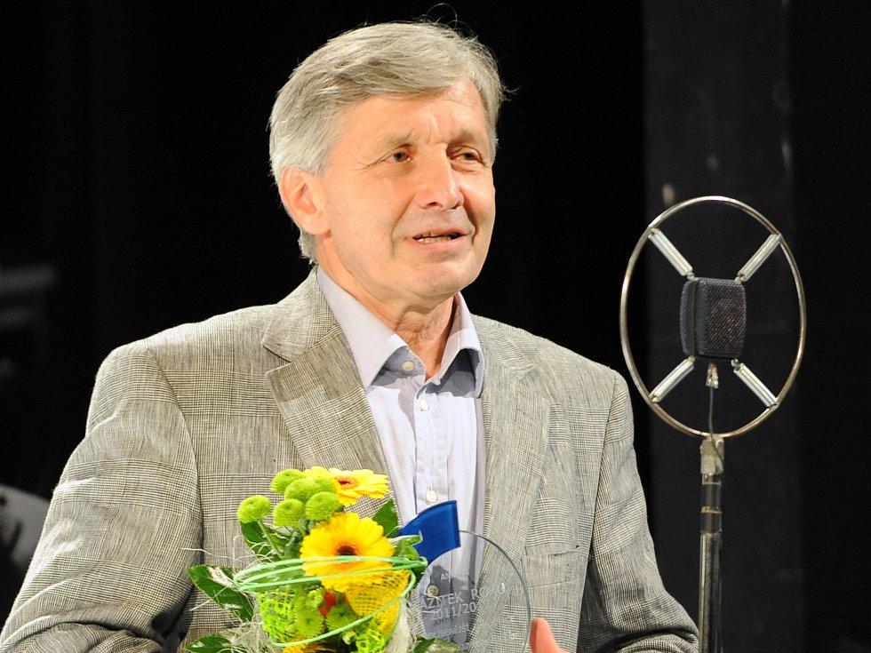 Martin Vačkář přebírá cenu na divadelním Galavečeru v Mladé Boleslavi