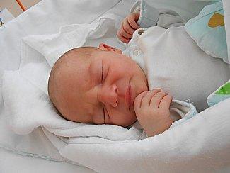 Eliška Kudasová se narodila 8. května, vážila 3,36 kg a měřila 50 cm. Maminka Kateřina a tatínek Lukáš si ji odvezou domů do Podlázek.