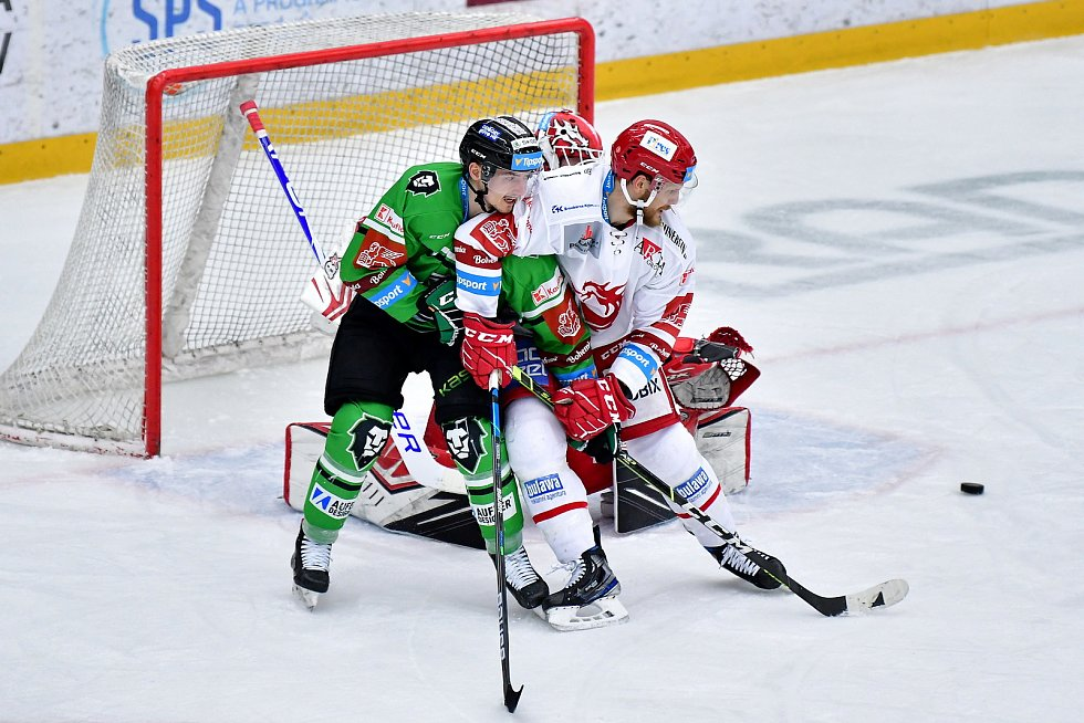 Třetí zápas semifinále play off hokejové extraligy vyhrál Třinec v Mladé Boleslavi 3:1.