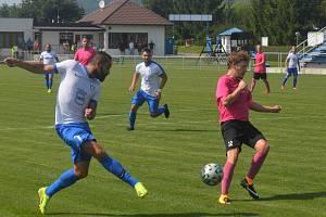 Dobrovice - Lysá 3:0. Bezbrankové skóre vydrží už jen vteřinu, Marek Volf posílá gólovou přihrávku.