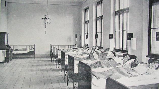 POKOJ v pavilonu vnitřních nemocí v roce 1912.