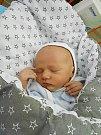 Matyáš Kropáček se narodil 27. května, vážil 2,95 kg a měřil 52 cm. S maminkou Kristýnou a tatínkem Jakubem bude bydlet v Libáni, kde už se na něho těší sourozenci Barborka a Tomášek.