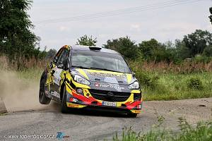 Svoji letošní premiérovou rallyovou sezónu absolvuje Dominik Nwelati. Se spolujezdcem Jiřím Strossem a vozem Opel Adam R2 dokončili po domácí Rally Bohemia i Bohemia Drive Rally Příbram.
