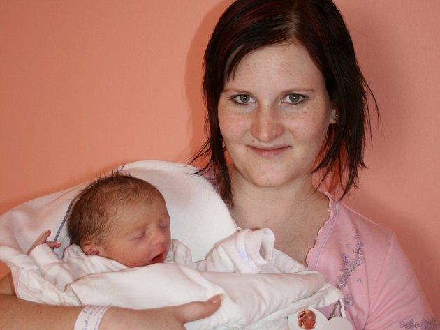 Ivana a Marek Dvořákovi z Mladé Boleslavi mají od 19. března syna Adama. Ten po porodu vážil 3 kilogramy.