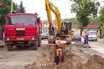 Na rekonstrukci ulic v Debři se stále pracuje.