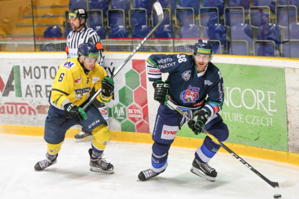 Hokejista Benátek Lukáš Pabiška (vpravo)